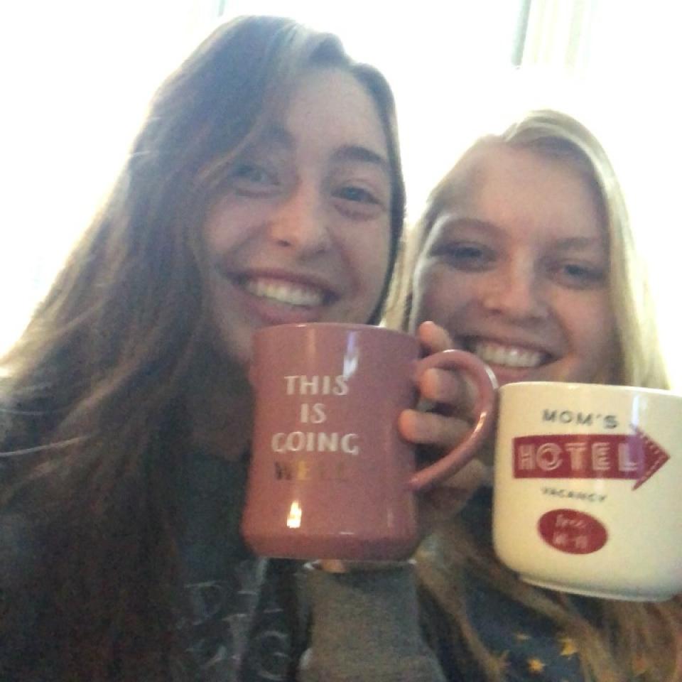 Left=Anna ; Right=Ella